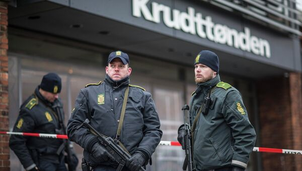 Police guard the scene of a shooting at cafe 'Krudttonden,' which was hosting a free speech event, in Oesterbro, Copenhagen, February 16, 2015 - Sputnik International