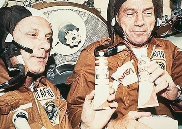 The astronauts Stafford (left) and Slayton after the successful docking manoeuver on board of the Soviet space craft Soyuz