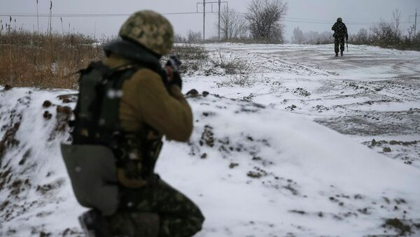 Ukrainian armed forces take their position near Debaltseve, eastern Ukraine February 16, 2015 - Sputnik International