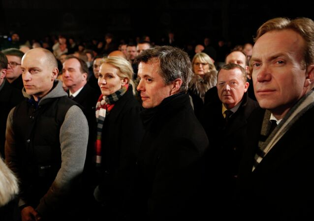 Danish Prime Minister Helle Thorning-Schmidt (3rd L), her husband Stephen Kinnock (L), Crown Prince Frederik (C), Liberal leader Lars Lokke Rasmussen (2nd R) and Norwegian Foreign Minister Borge Brende (R) stand together during a memorial service for victims of deadly attacks on a synagogue and an event promoting free speech, in Copenhagen February 16, 2015