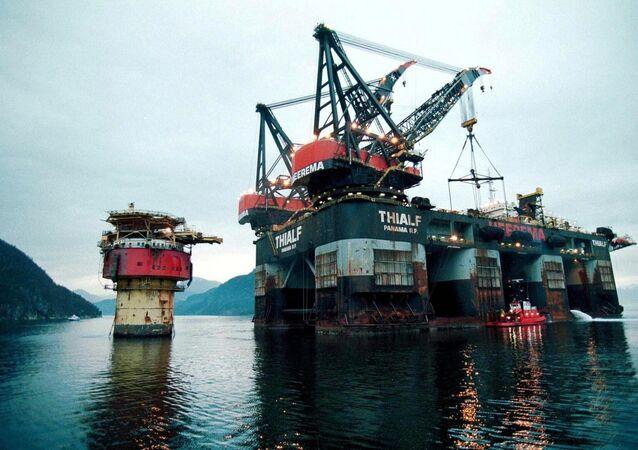 Brent Spar oil platform