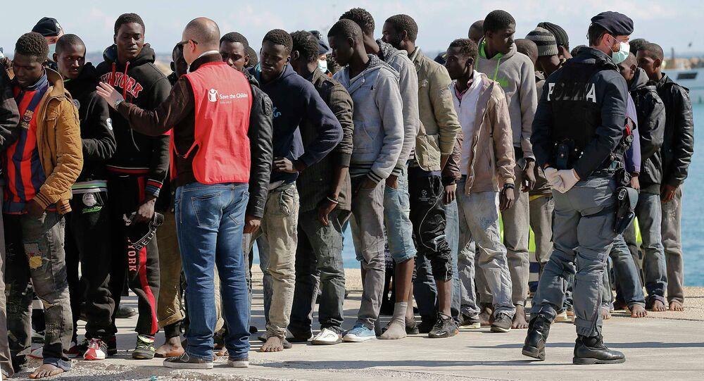 Migrants arrive at the Sicilian harbour of Pozzallo, February 15, 2015
