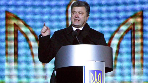 Ukraine's President Petro Poroshenko addresses the commemoration for people from the so-called Heavenly Sotnya (Hundred), who were killed in anti-government protests in 2014, at Independence Square in Kiev - Sputnik International