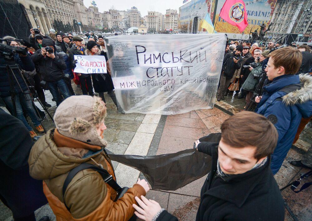 Bonfire of Illusions: Rally in Kiev on Maidan Anniversary