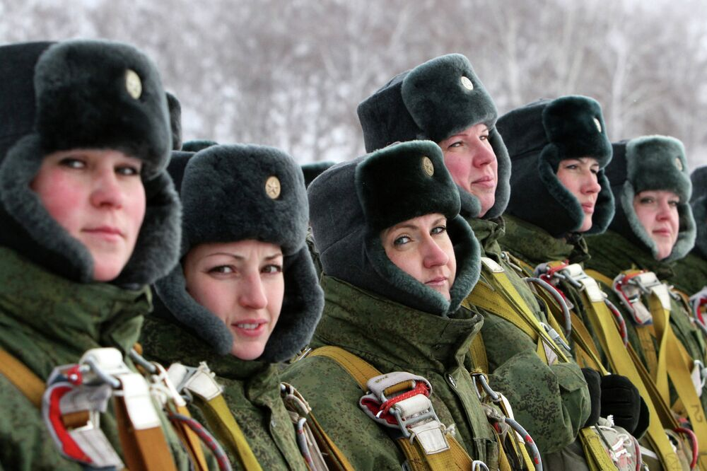 Lipstick and Kalshnikovs: Women in the Russian Armed Services