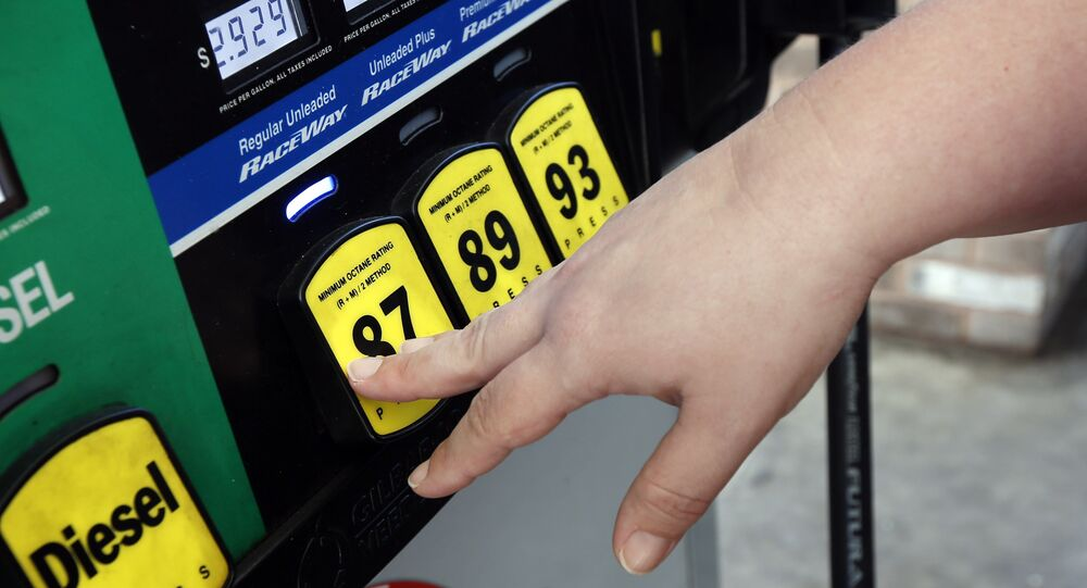 A customer reaches for the regular switch to fill her tank with the $2.92-a-gallon regular gas at a RaceWay gas station in Richland, Miss.