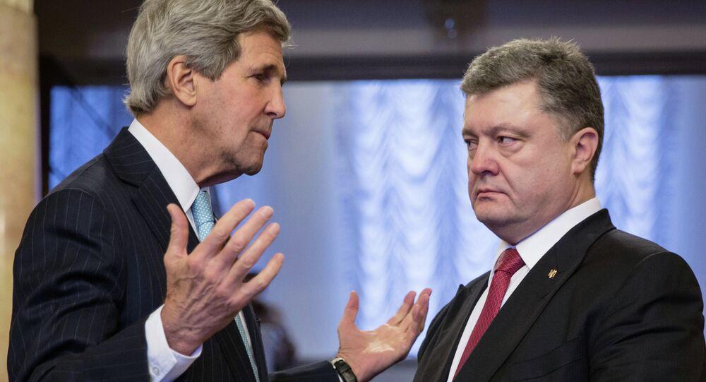 Ukrainian President Pyotr Poroshenko, right, and US Secretary of State John Kerry during the meeting in Kiev.