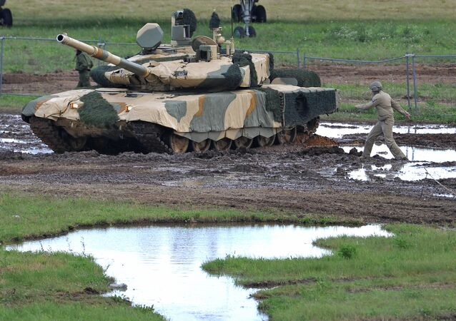 Nakidka camouflage system covering a T-90MS