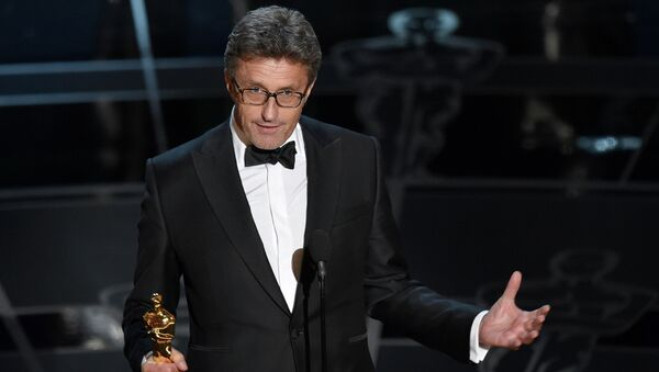 "Pawel Pawlikowski accepts the award for best foreign language film for ""Ida"" at the Oscars - Sputnik International"