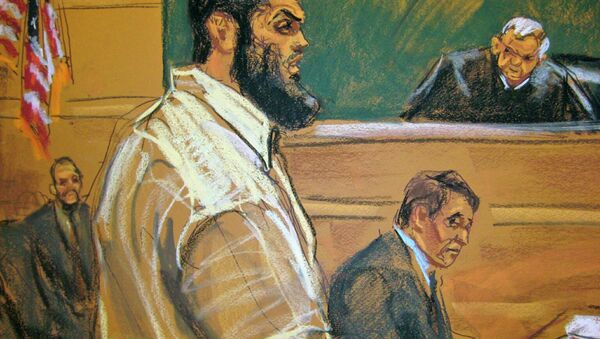 Abid Naseer, 28, makes opening statements to U.S. District Judge Raymond Dearie (R) on the first day of his trial as seen in a courtroom sketch in Brooklyn, New York February 17, 2015 - Sputnik International
