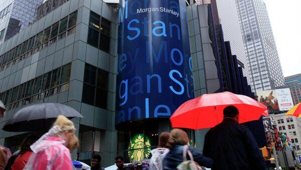 People walk by Morgan Stanley headquarters in New York's Times Square - Sputnik International