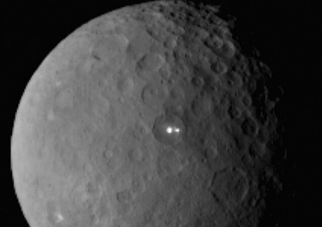Two bright lights on the surface of dwarf planet Ceres