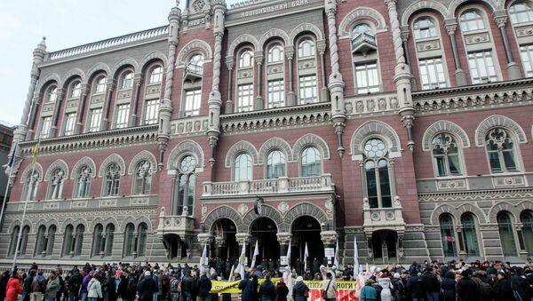 People demanding the resignation of the Ukraine's central bank chief Valeria Gontareva gather in front of the central bank office in Kiev - Sputnik International