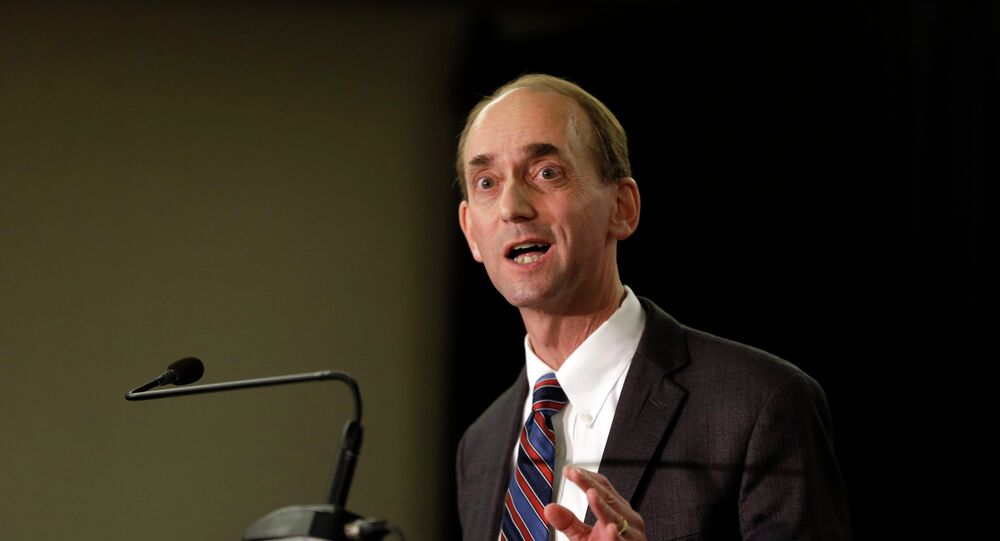 Missouri Auditor Tom Schweich announces his candidacy for governor Wednesday, Jan. 28, 2015, in St. Louis. The announcement sets up a potential high-profile Republican primary next year against former Missouri House Speaker and U.S. attorney Catherine Hanaway.