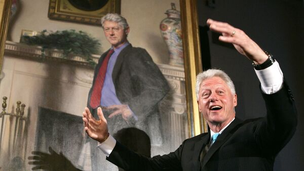 Former President Bill Clinton, gestures after the portraits of his wife Sen. Hillary Rodham Clinton and him were revealed - Sputnik International