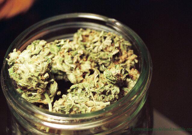 Pot in jar