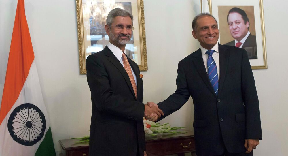 Pakistan's Foreign Secretary Aizaz Ahmad Chaudhry (R) shakes hands with his Indian counterpart Subrahmanyan Jaishankar before their meeting at the Foreign Ministry in Islamabad, March 3, 2015