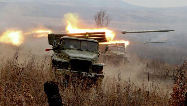 Firing artillery batteries at Sergeyevsky test site - Sputnik International