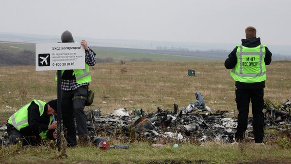 MH17 flight recovery team members erect a  No Trespassing sign in an area of the Malaysia Airlines Flight 17 plane crash in the village of Hrabove, Donetsk region, eastern Ukraine - Sputnik International
