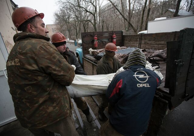Miners carry a covered body of one of their co-workers killed by a blast at the Zasyadko coal mine into a morgue in Donetsk March 5, 2015