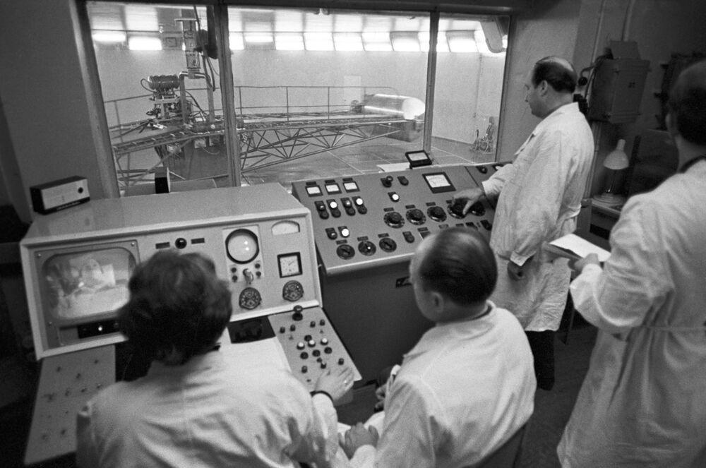 Cosmonaut Alexei Leonov training in the centrifuge