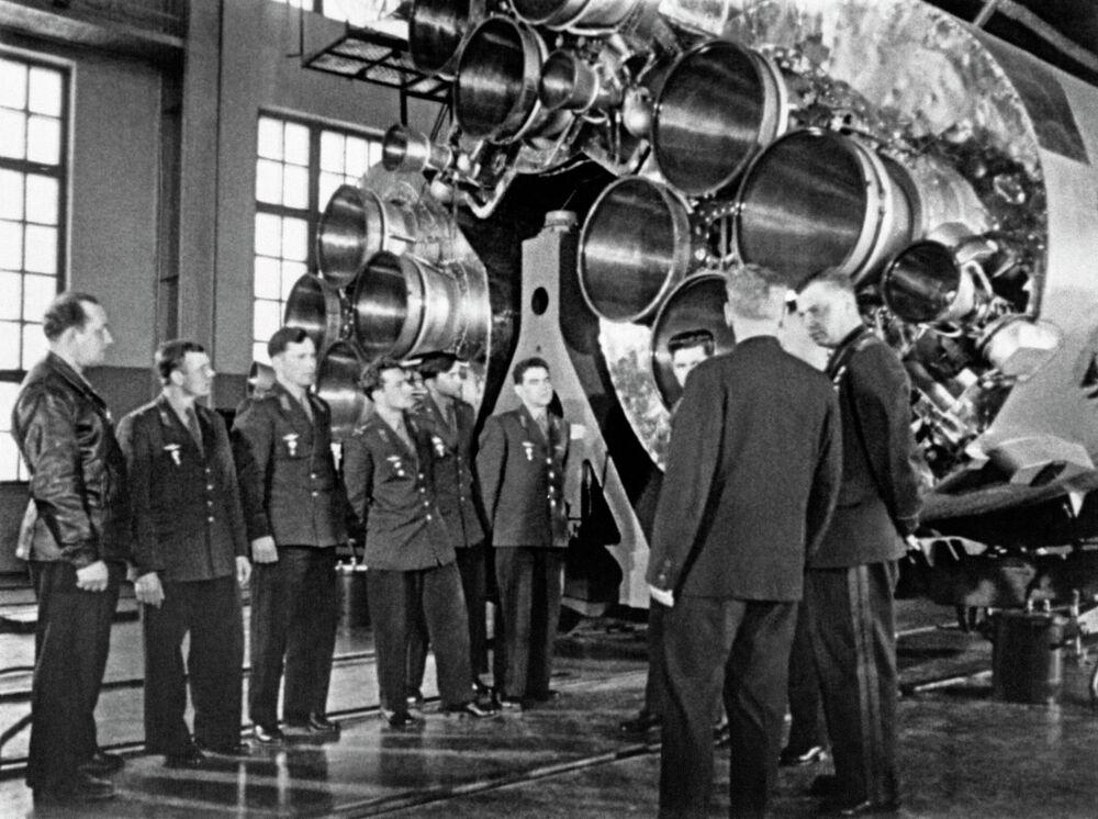Prospective Pilot-Cosmonauts examine space technology