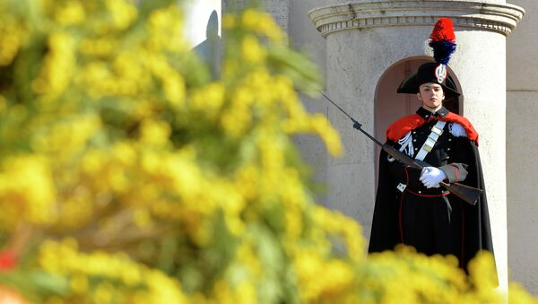 A female member of the Italian Presidential Honor Guard stands at the entrance of the Quirinale Palace, the Italian Presidential palace, decorated with yellow mimosa on the occasion of the International Women's day - Sputnik International
