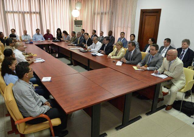 Colombia's government negotiators attend peace talks with the FARC guerrillas negotiators in Havana March 5, 2015