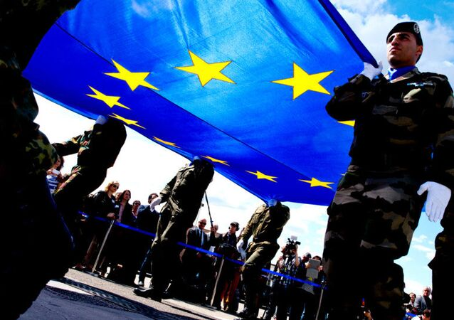 Soldiers carrying the EU flag