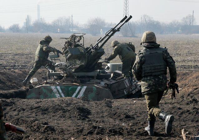 Ukrainian servicemen take position at the front line outside Kurahovo, in the Donetsk region of Ukraine, Wednesday, March 11, 2015