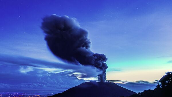 The Turrialba volcano, located in the Costa Rican province of Cartago, about 35km southwest of San Jose, spews ash on November 1, 2014 - Sputnik International