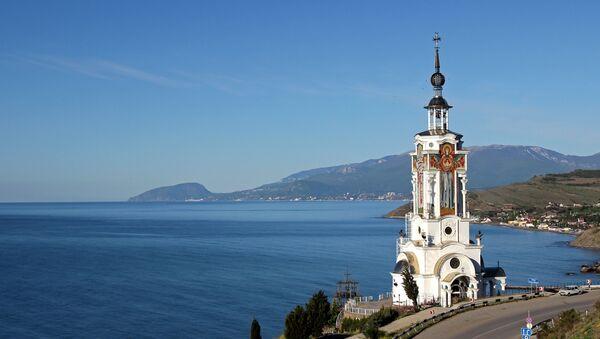 View of the St. Nicholas the Wonder Worker church/light house in the village of Malorechenskoye in the Crimea's Sudak District. - Sputnik International