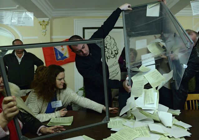 Counting votes of referendum on status of Crimea, March 2014.