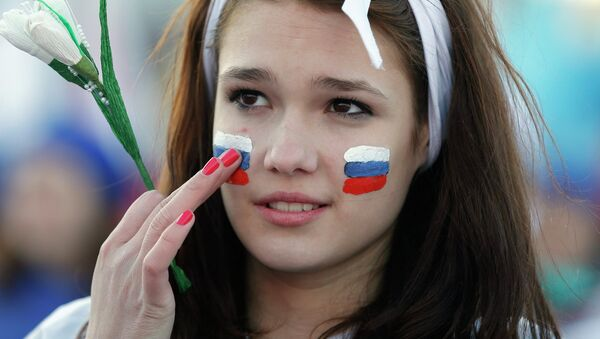 A girl with Russian national flags painted on her cheeks takes part in celebrations marking the one-year anniversary of Crimea voting to leave Ukraine, in central Simferopol March 16, 2015. - Sputnik International