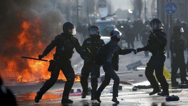 German riot police - Sputnik International
