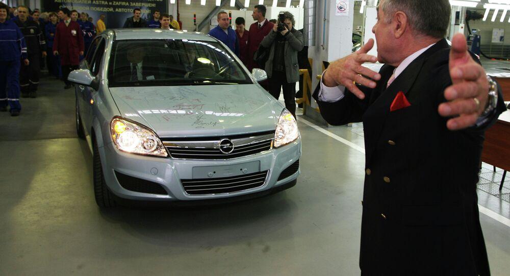 The first Opel car assembled at the Avtotor Kaliningrad plant. Right: Avtotor Holding director general Valery Gorbunov