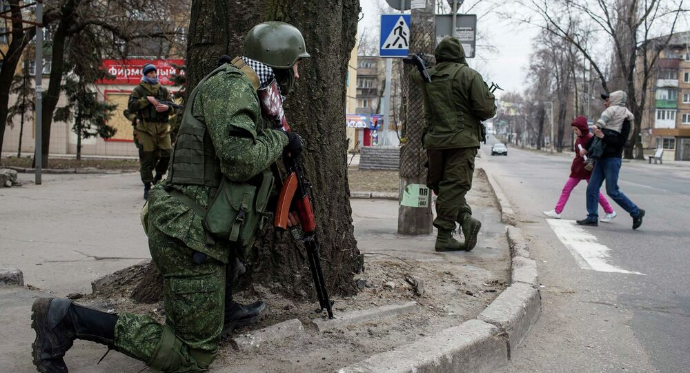 Independence supporters take their positions on a street, during an anti-terrorist drill in Donetsk, March 18, 2015