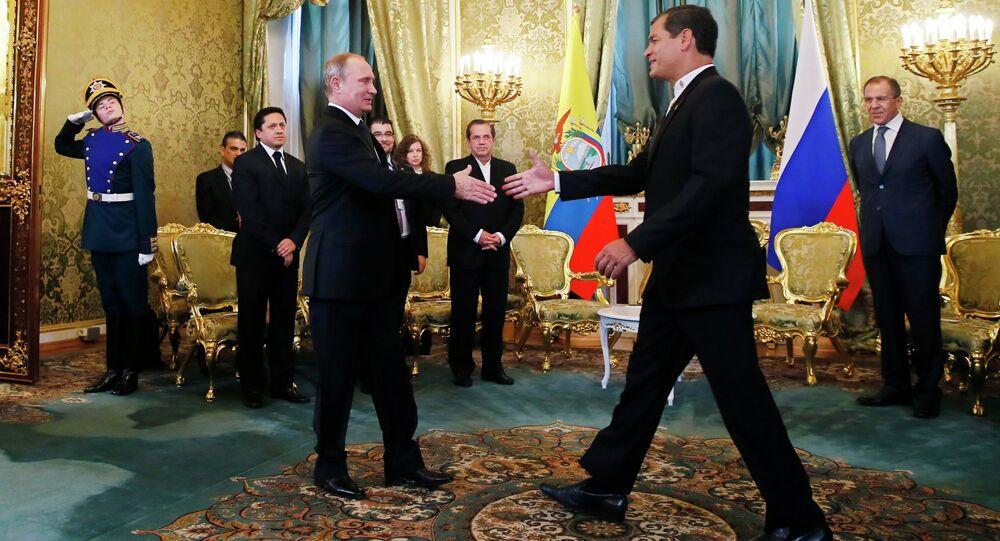 Russian President Vladimir Putin, foreground left, with his Ecuadorian counterpart Rafael Correa