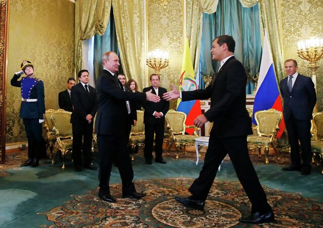 Russian President Vladimir Putin, foreground left, with his Ecuadorian counterpart Rafael Correa