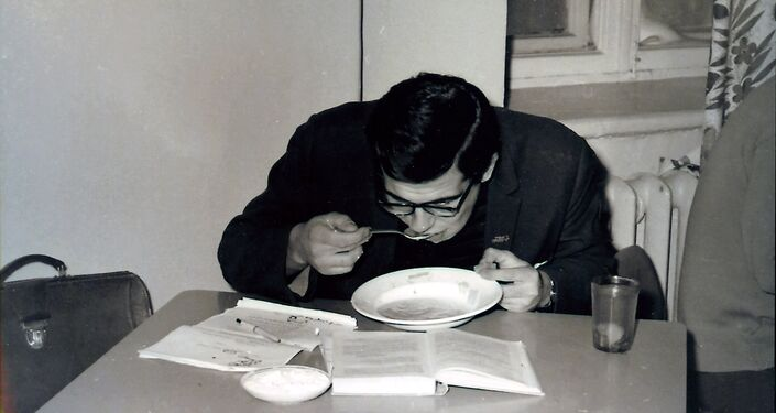 Sergei Lavrov in a university cafeteria. Photo from the photographer's archive.