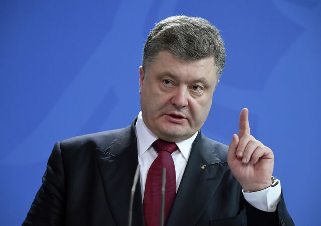 Ukrainian President Petro Poroshenko gestures as he gives a joint press conference with the German Chancellor (not in picture) on March 16, 2015 at the Chancellery in Berlin