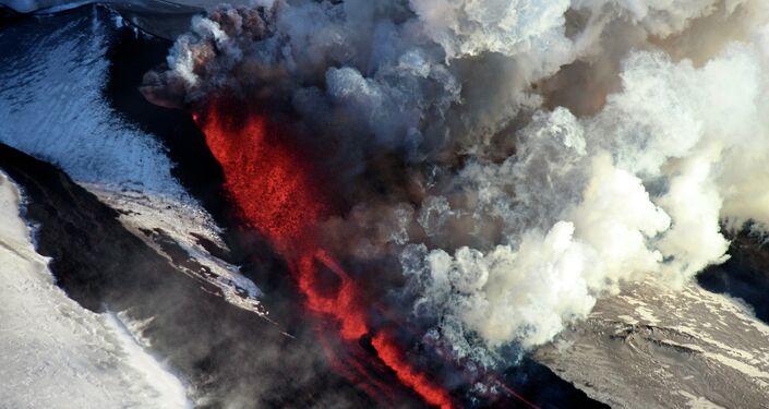 The Plosky Tolbachik Volcano erupts on the Kamchatka Peninsula