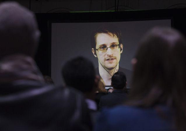 Бывший сотрудник ЦРУ Эдвард Сноуден