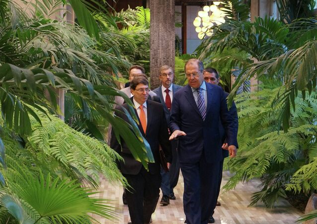 Cuban Foreign Minister Bruno Rodriguez (L) and Russian Foreign Minister Sergey Lavrov during talks in Havana