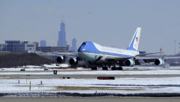 Air Force One, with President Barack Obama aboard, lands at O'Hare International Airport in Chicago, Thursday, Feb. 19, 2015. - Sputnik International