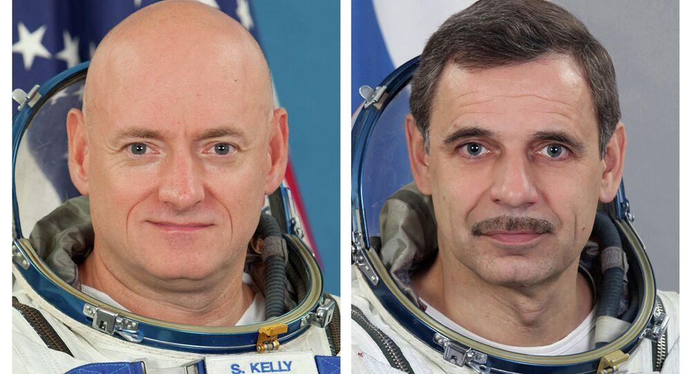 NASA astronaut Scott Kelly, left, and Russian cosmonaut Mikhail Kornienko