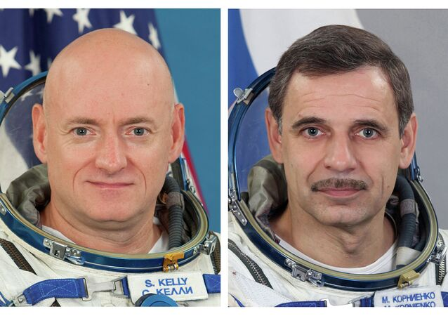 NASA astronaut Scott Kelly, left, and Russian cosmonaut Mikhail Kornienko