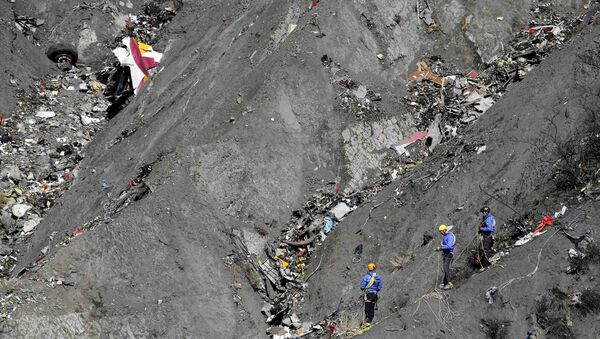 French gendarmes and investigators work amongst the debris of the Airbus A320 at the site of the crash, near Seyne-les-Alpes, French Alps March 26, 2015 - Sputnik International