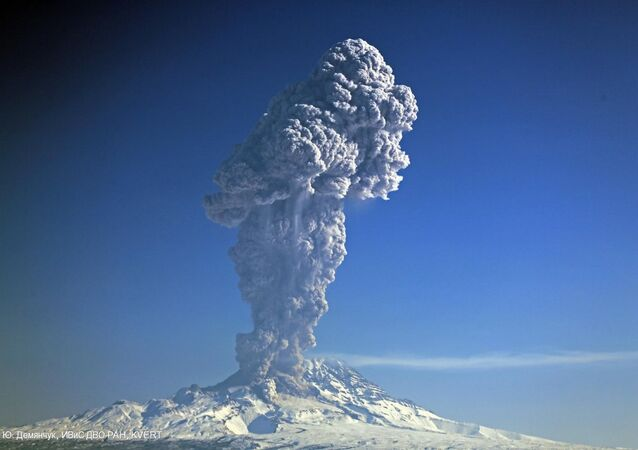 Shiveluch eruption on March 25