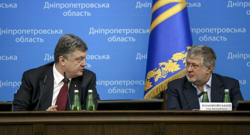 Ukrainian President Petro Poroshenko (L) talks to oligarch Ihor Kolomoisky during a representing ceremony of a new governor of the eastern Dnipropetrovsk region in Dnipropetrovsk March 26, 2015